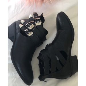 FOREVER 21 Women's Black Buckle Booties 5.5